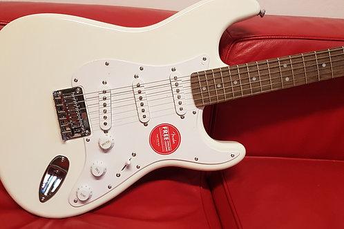 FENDER Squier Bullet Stratocaster Artic White