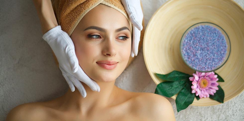 lady-enjoying-at-home-skin-care-service.