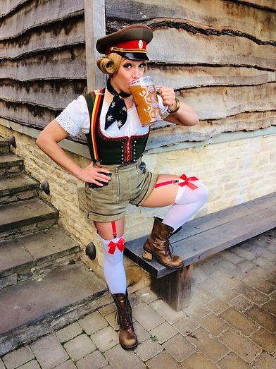 Eva Von Schnippisch_Oktoberfest_DRINK.jp
