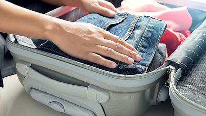 CR-Money-Inlinehero-packing-suitcase-051