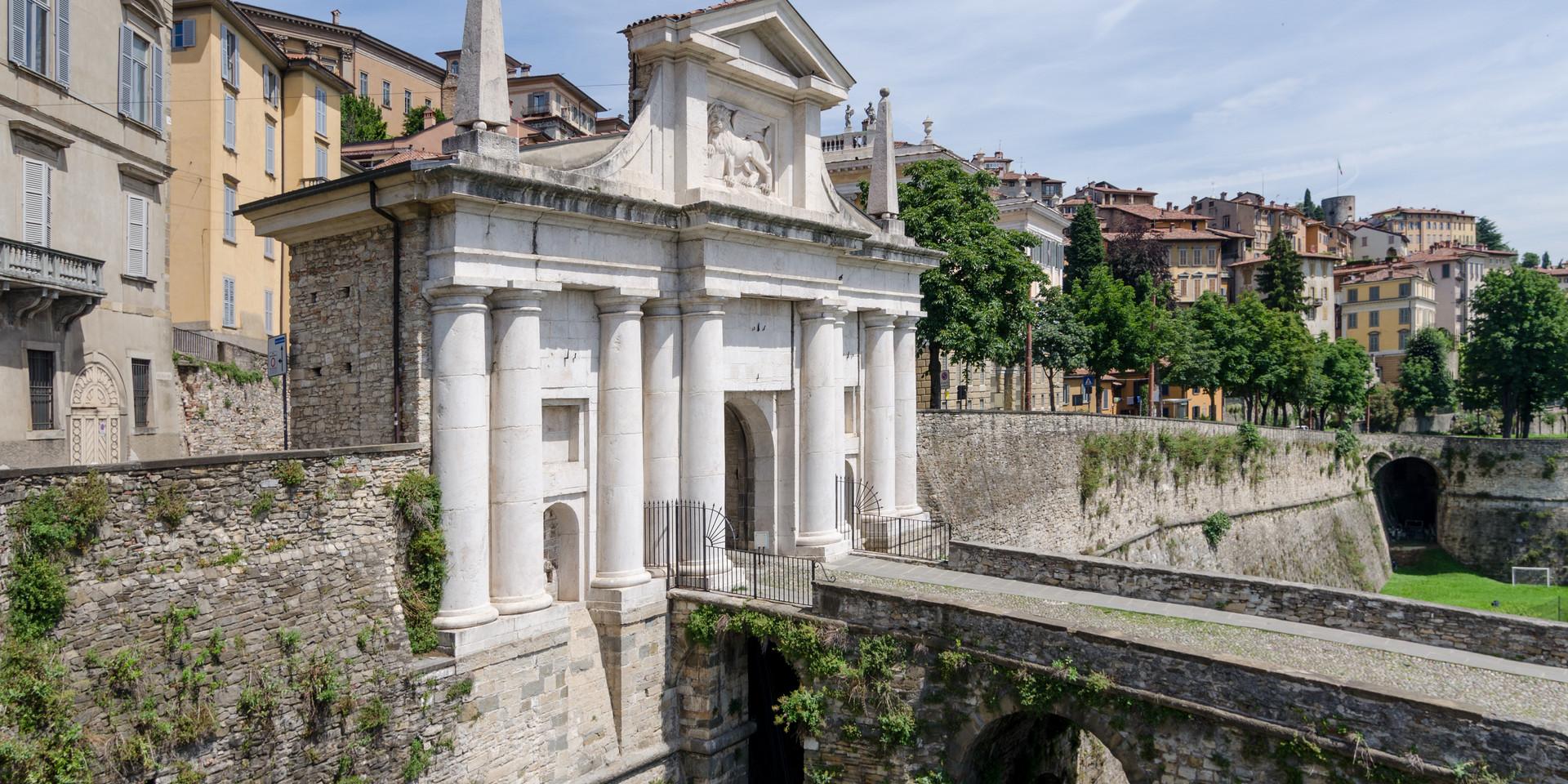 Bergamo,_Porta_San_Giacomo,_2016-06_CN-0