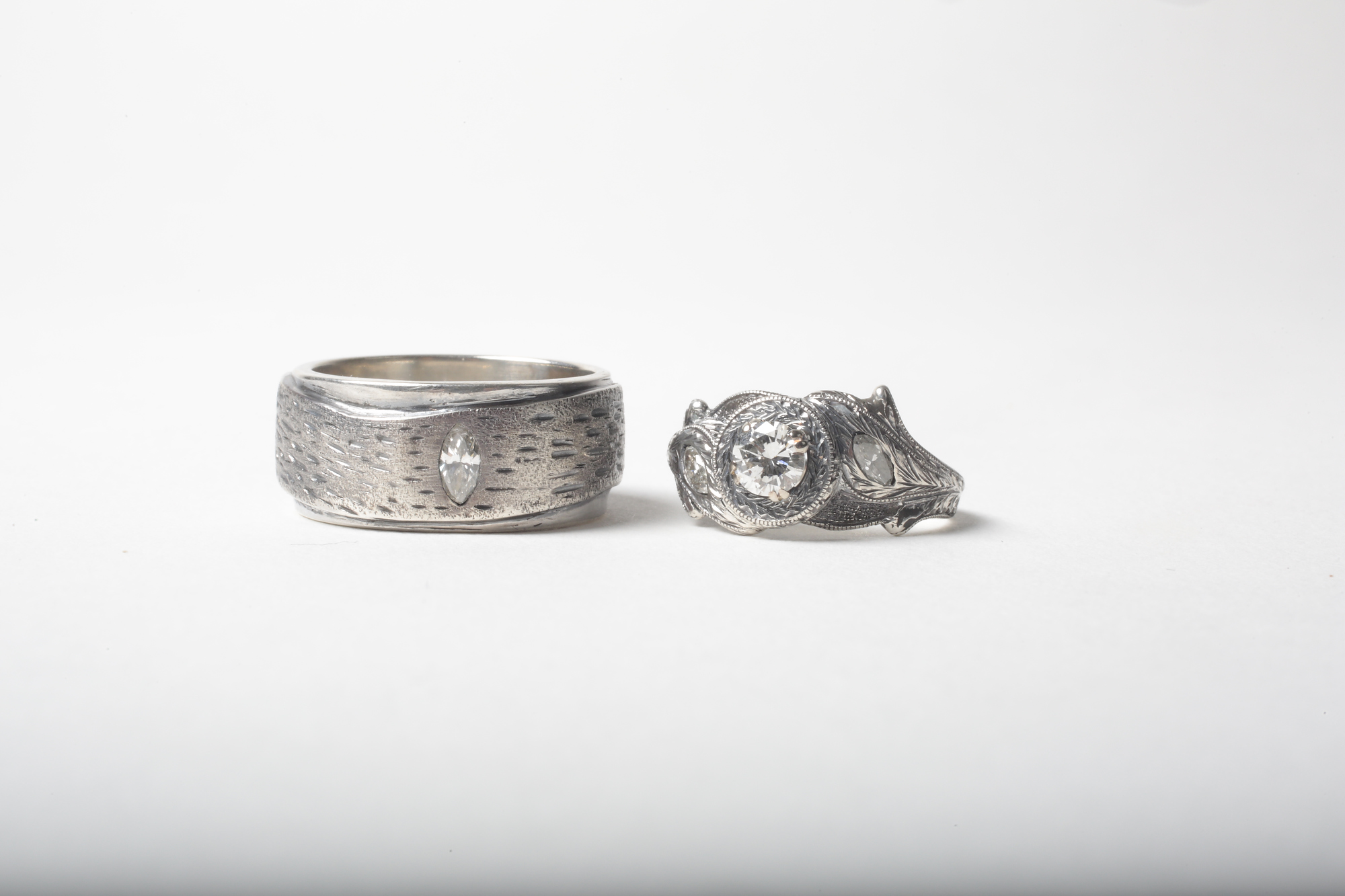 Custom wedding rings set
