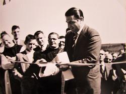Representante do senador Cunha Bueno na inauguração da Abadia de Itatinga