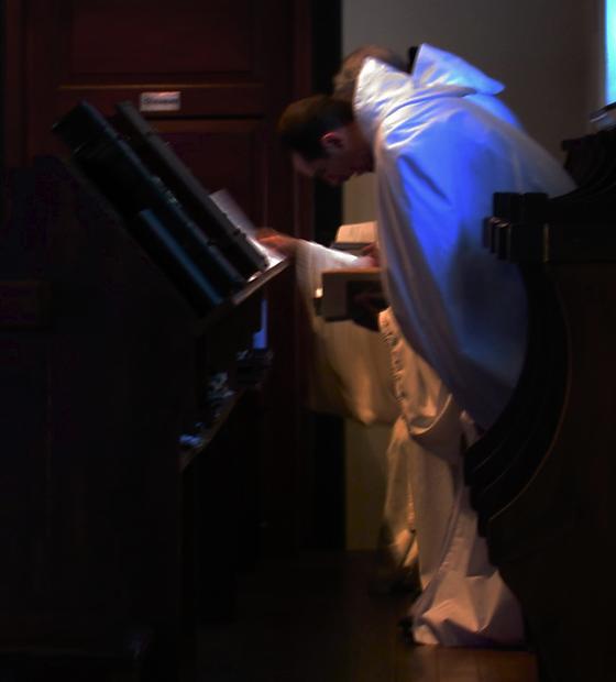 Cistercienses rezando o ofício