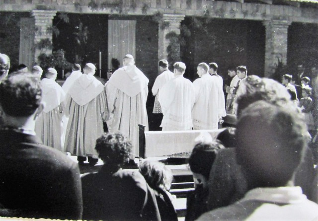 Pontifical no claustro da Abadia de Itatinga