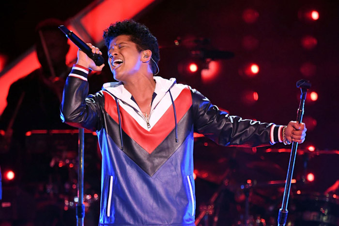 "59th Grammy Awards 2017: Bruno Mars - ""That's What I Like"""
