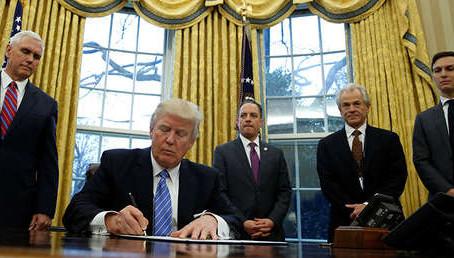 Presidente Trump firmó el mayor plan de rescate económico