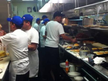Las persecuciones del ICE alerta a la industria de restaurantes.