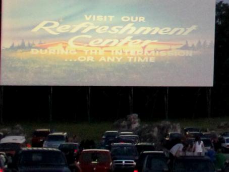 Restaurantes adaptan los estacionamientos en salas de cine