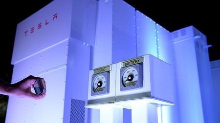 Las baterías Powerpack de Tesla una novedosa forma de limpiar el sector del transporte público en Re