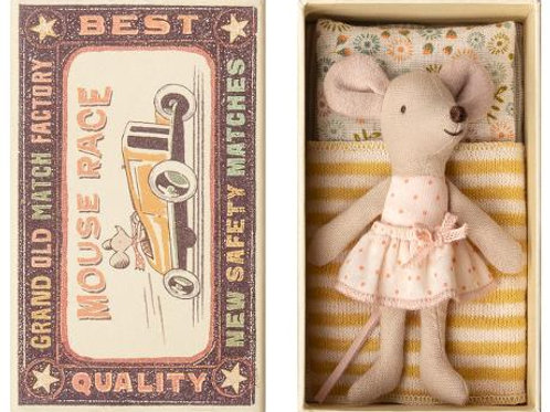 Little sister mouse in box (polkadot dress w. removable skirt)