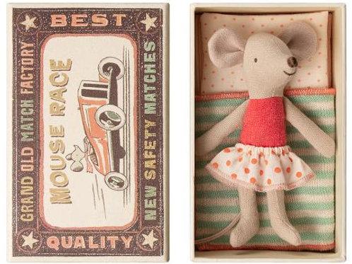 Little sister mouse in box (polkadot skirt)