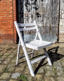 Witte houten klapstoel