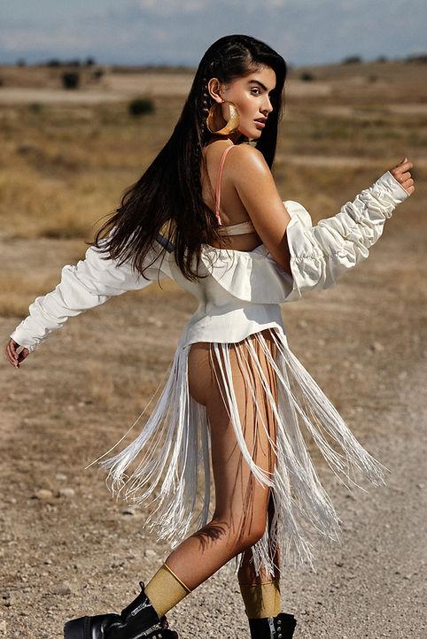 Fashion editorial shot in the Desert of Los Monegros with wardrobe stylist Dani Davilla, Erion Makeup and hair (nika ambrozic), judith casasus (towanda agency), Lydia hurtado. Videographer Marta Reira. Unpublished.