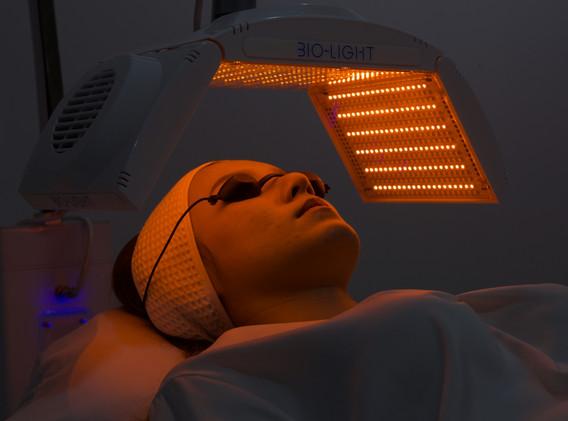 Aki clinic light therapy 02.jpg