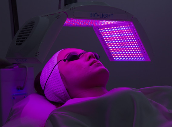 Aki clinic light therapy 04.jpg