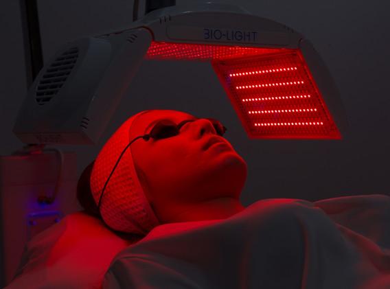 Aki clinic light therapy 01.jpg