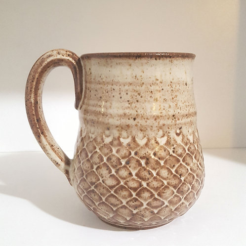 "Scale patterned ""curvy"" mug"