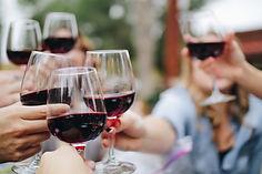 Un bon repas accompagné d'un vin
