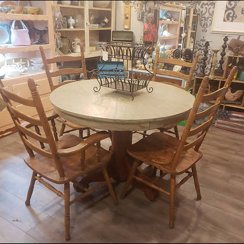 Lovely Round Table in Placerville