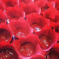 Red Velvet is ready for the oven! ✔️ #redvelvet #350degrees #15minutes #pleaseletmeeatthebatter