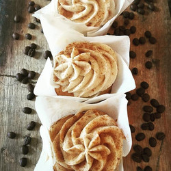 Vanilla Bean Latte is our exclusive cupcakes just for this weekend! Don't miss it!! #soreadyforfall