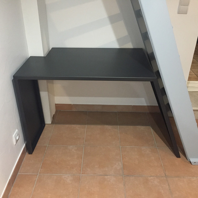 Optimisation de l'espace avec création d'un bureau dans la sous pente d'un escalier