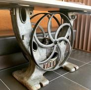 Table industrielle avec pied de scie