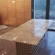 Pied parallèles et plateau en marbre