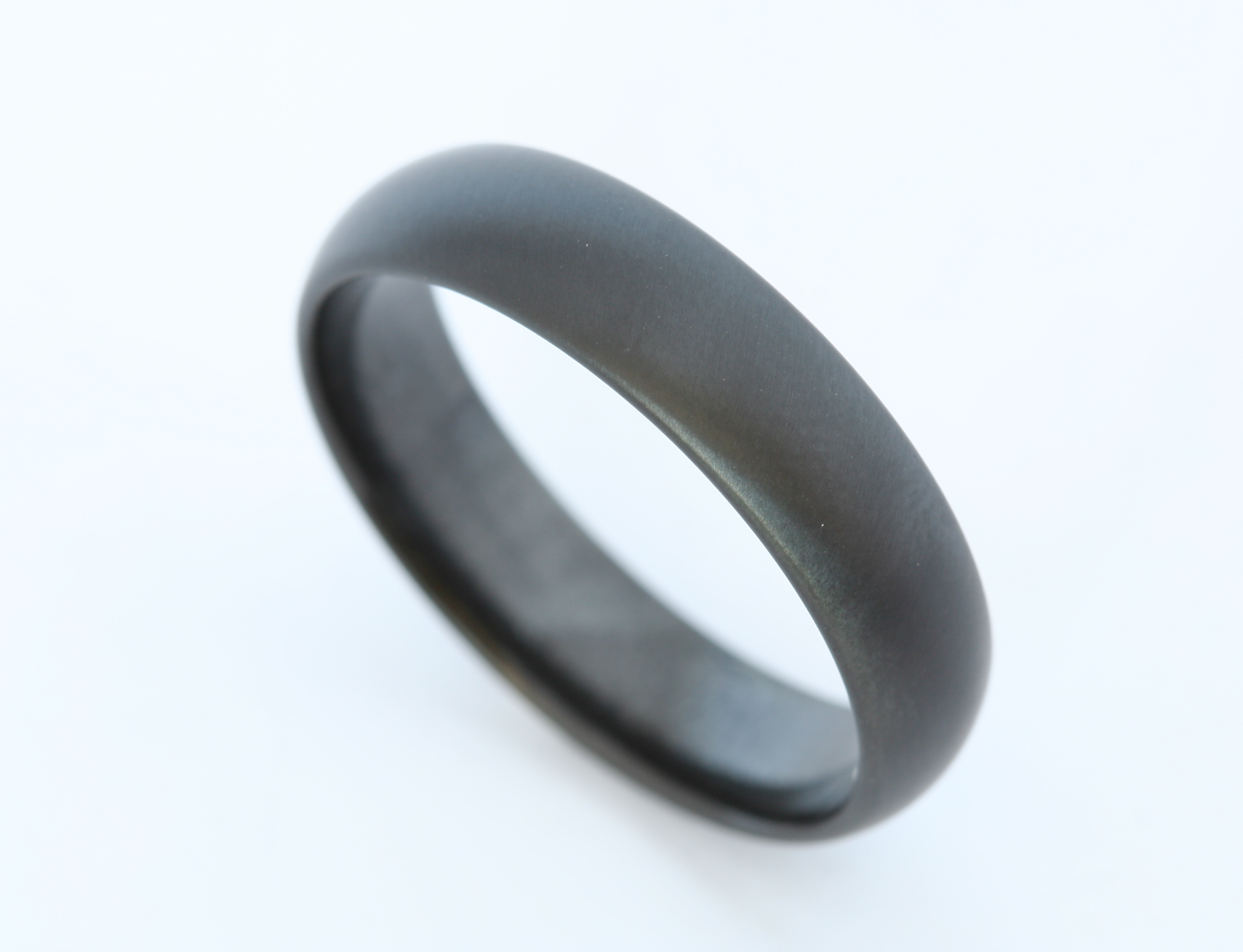 Zirconium D-shaped band