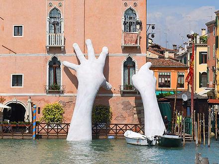 Lorenzo_Quinn_Support_Venice_2017-evi.jp