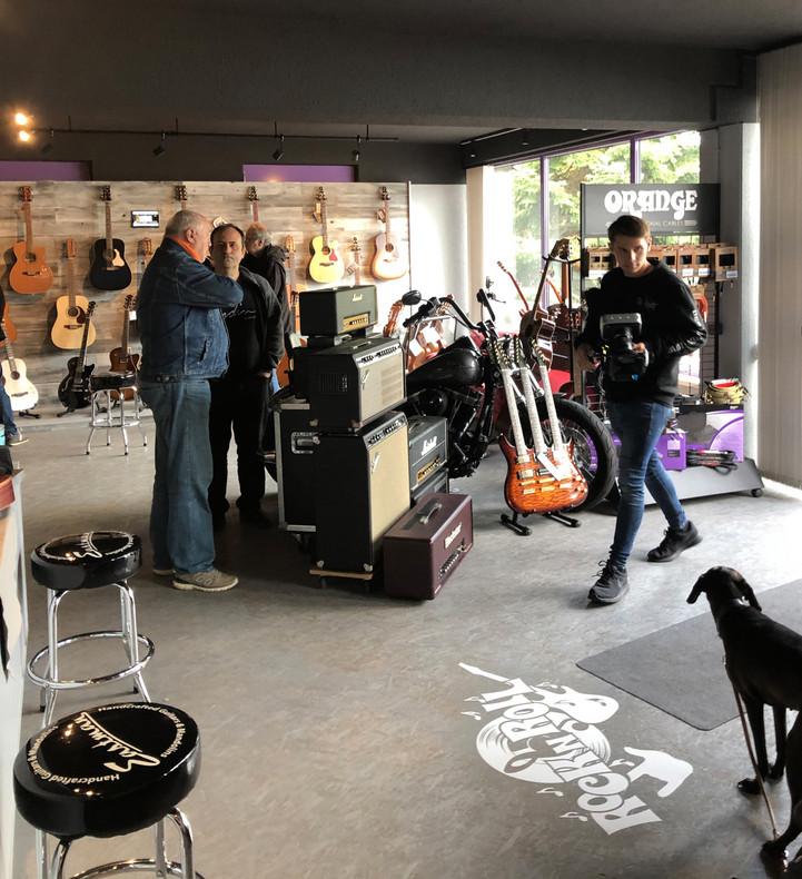 Guitar Inn.jpg