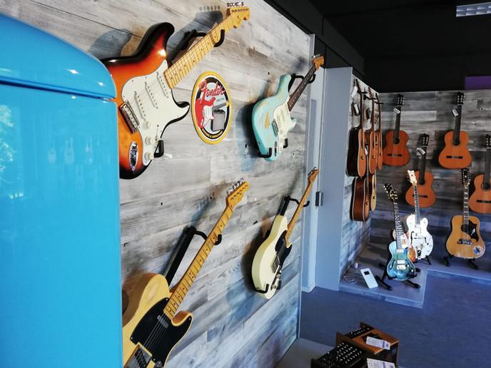 Guitar Inn 3.jpg