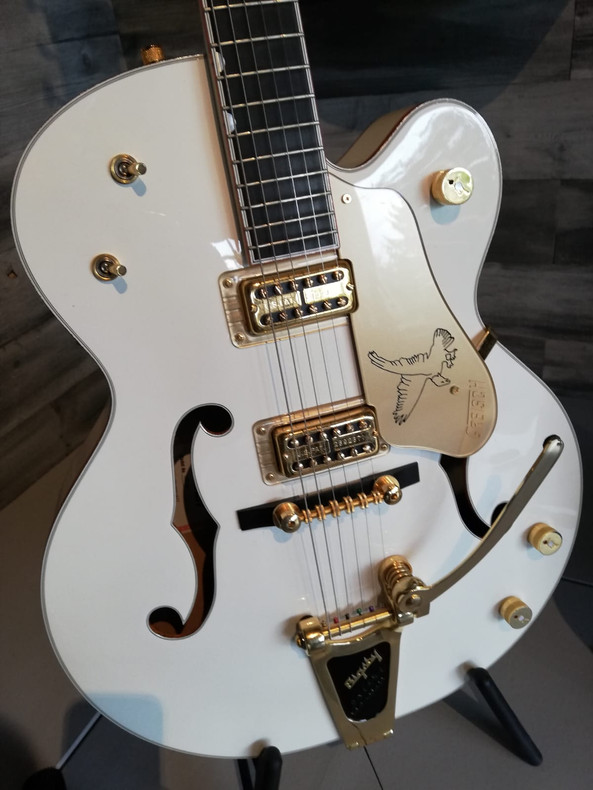 Gibson Guitar Inn.jpg