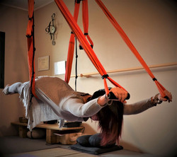 yoga_equilibrio_asana_hatha yoga_aereo yoga_amaca yoga_ benessere_salute fisica mentale