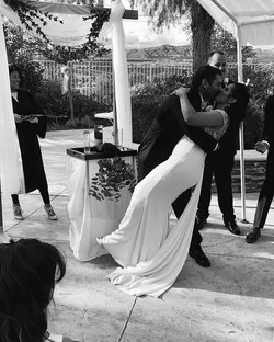About that #kiss _#weddingkiss _#loveisintheair