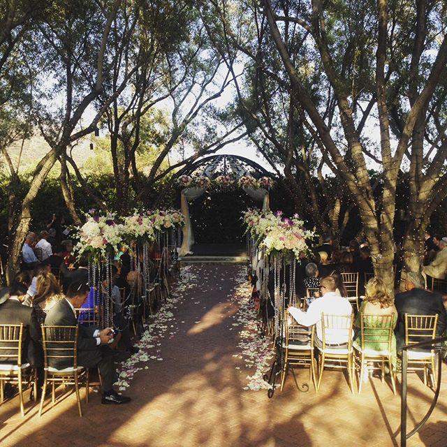 #mattandniki #marriedbymaricela #weddingseason2016 #loveiseverything #outdoorwedding _thepaduahillst