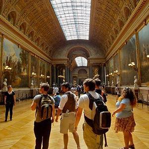 Louvrestudents.jpg