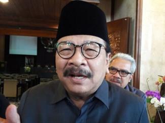 Pakde Karwo tegaskan tidak ada rencana penerapan ganjil genap kendaraan bermotor di Jatim