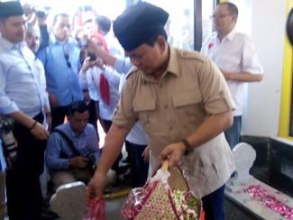 Di Magetan Prabowo ziarah makam Gubernur Soerjo dan datangi Ponpes Sabilil Mutaqien Takeran