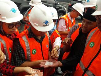 Datangi Pelabuhan, Petani Garam Dan Komisi B DPRD Jatim Minta Garam Impor Tidak Bocor Di Pasaran