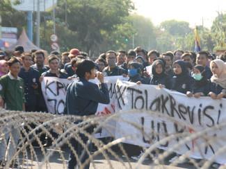 Gelar aksi, Mahasiswa Unair tolak revisi RUU KPK