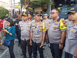 Aksi unjuk rasa di DPRD Jatim, polisi amankan dua provokator