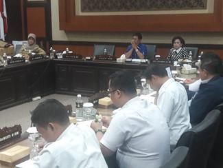 Puluhan karyawan purna tugas PT DPS datangi DPRD Jatim