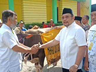 Golkar Jatim bagikan 1800 kantong daging di perayaan Idul Adha