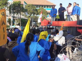 Ratusan Massa PMII Jatim gelar aksi minta KPK bersih dari kepentingan politik dan masa lalu