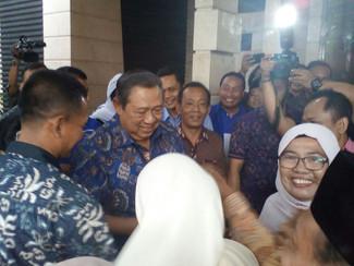 SBY TURUN GUNUNG DIKAWASAN MATARAMAN UNT MENANGKAN KHOFIFAH EMIL