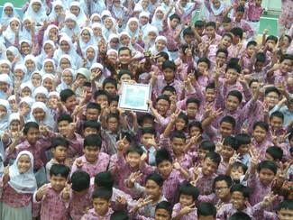 IAC beri penghargaan SD Mudipat Pucang Surabaya