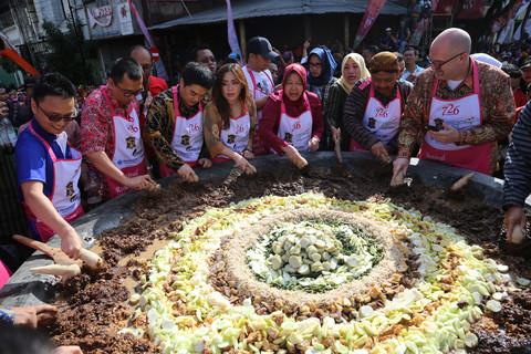 Meriah, Festival Rujak Uleg 2019 Sukses Pecahkan 2 Rekor MURI