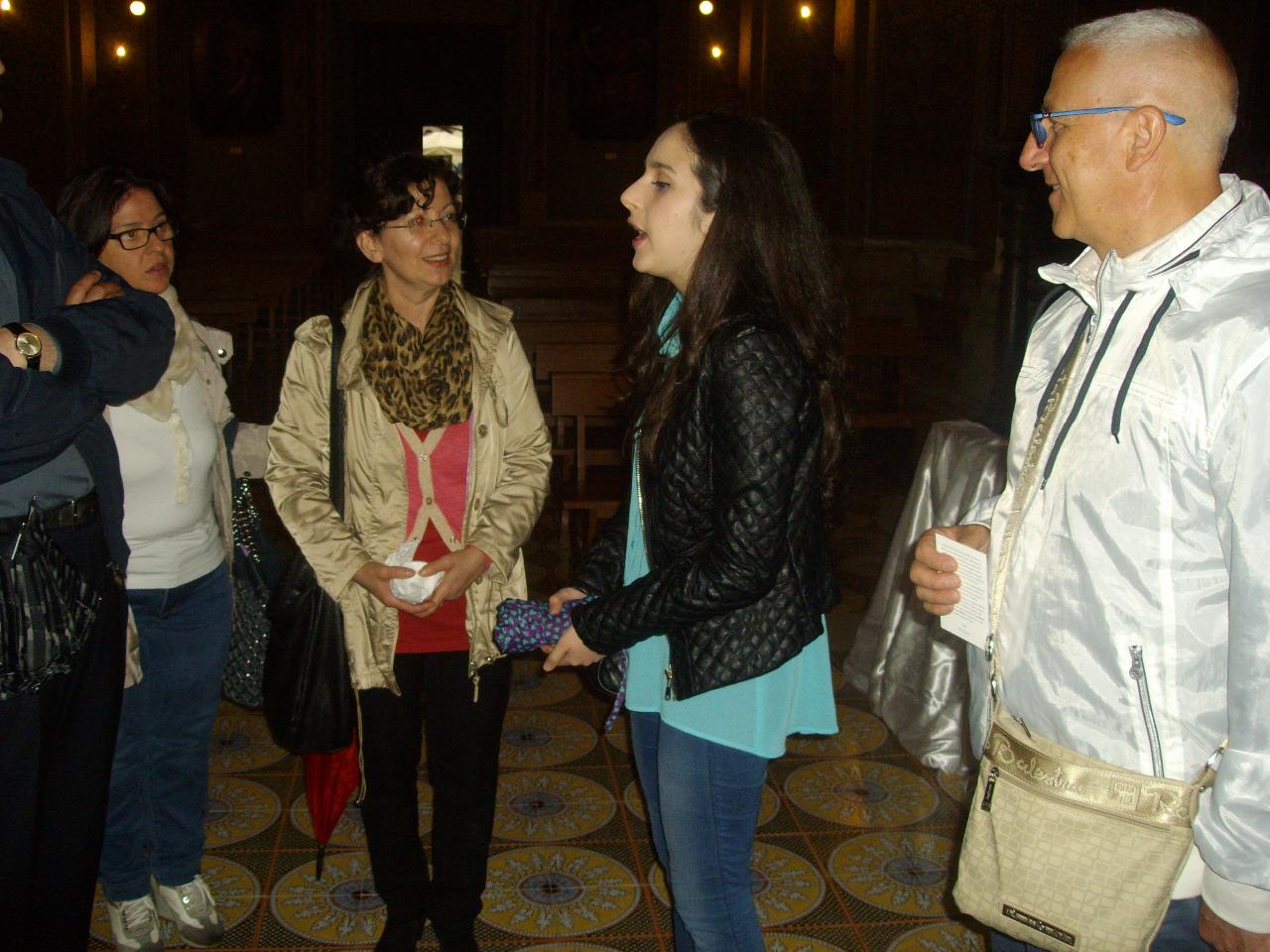 02  spiegazione dell-alunna Mandia  II B a visitatori